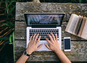 Identificarea unei nise de piata pentru o platforma informatica, adresata sectoarelor TIC, industriei creative si turismului